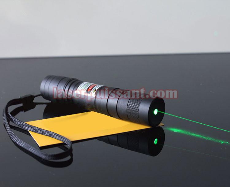 Vente lampe de poche laser vert 200mw brillante au - Allumer lampe de poche ...