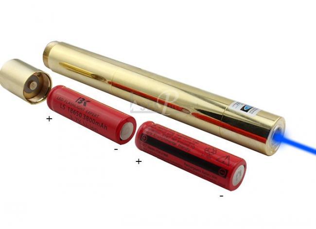 mettez des piles de pointeur laser 30w