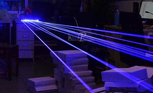acheter pointeur laser bleu 30000mw tr s puissant laser 4 cat gorie. Black Bedroom Furniture Sets. Home Design Ideas