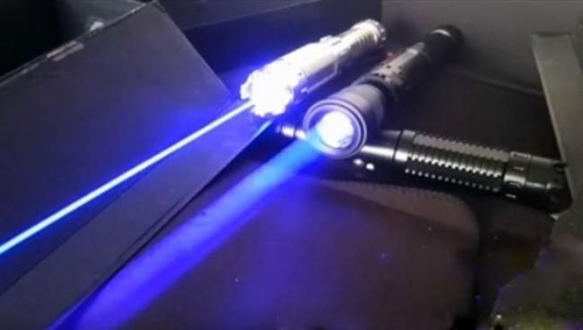 faisceau laser bleu 10X